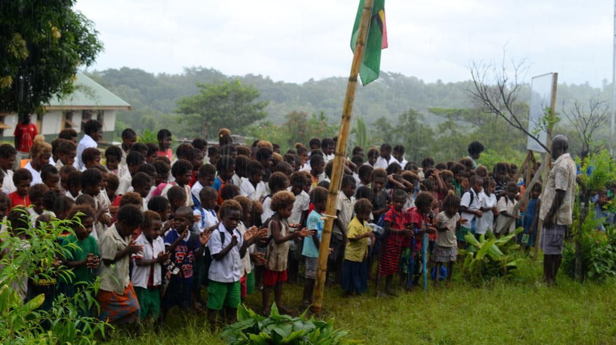 Itiki school children and teachers welcome delegates to launch of solar system